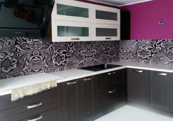 абстрактные узоры на панелях для кухни