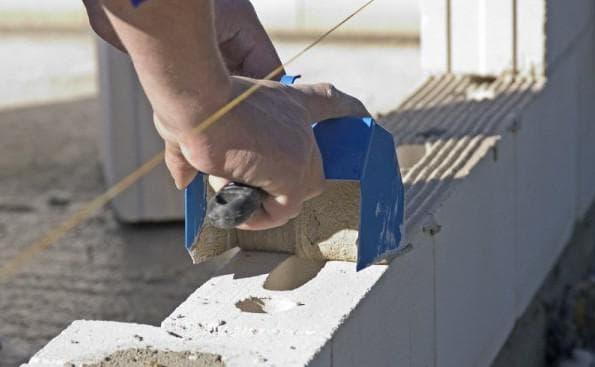 Клей для газобетонных блоков клей-пена для блоков расчет расхода на 1 м3 газобетона особенности использования зимнего морозостойкого состава