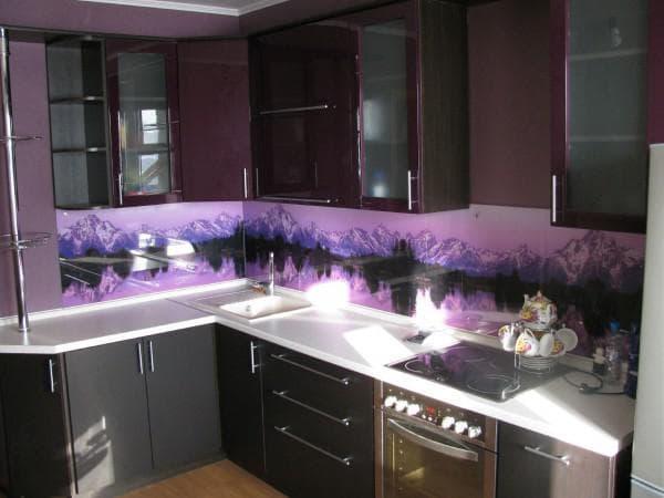 стеновые панели из стекла для кухни