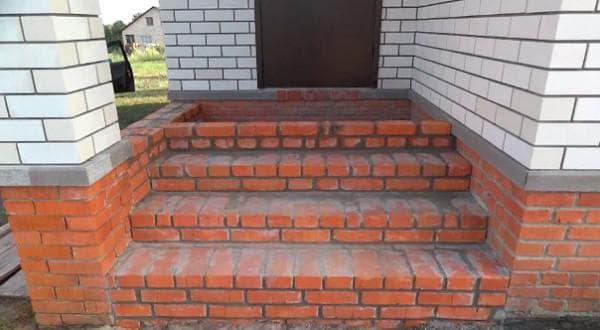 возведение наружных лестниц из кирпича красного полнотелого