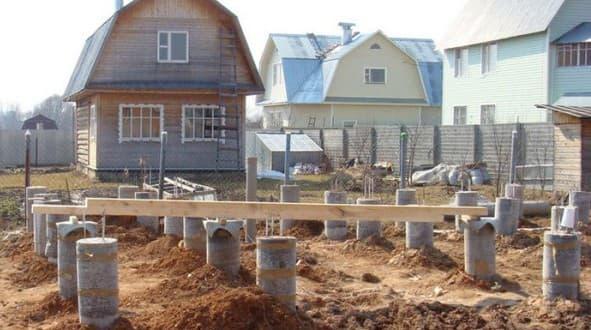 фундаментные бетонные блоки в форме цилиндра