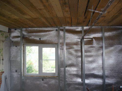 рулонный утеплитель с фольгой для стен