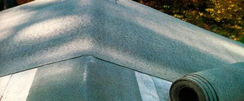 подкладочный синтетический ковер под гибкую черепицу