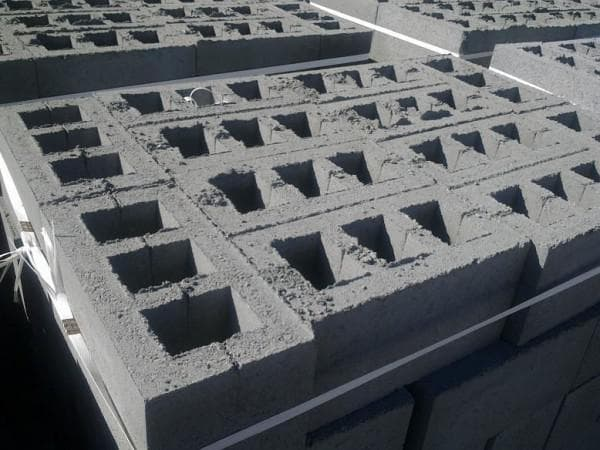 строительные цементные блоки 20х20х40