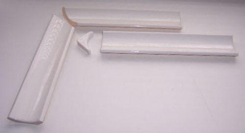 На фото- керамический плинтус для ванной