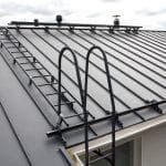 Какие снегозадержатели устанавливают на крышу из металлочерепицы