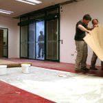 Как выбрать клей для линолеума на деревянный пол